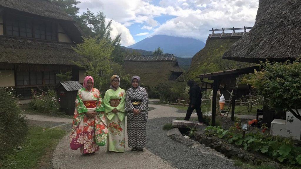 Desa pertanian tradisional di Jepang.