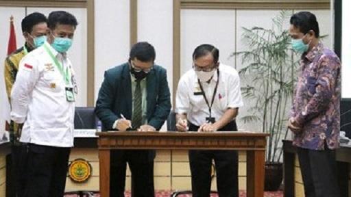 Penandatanganan MoU Balitbangtan dan IDI untuk melakukan penelitian lebih lanjut 1,8-cineol sebagai kandidat antivirus dan obat pencegah Covid-19.