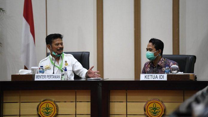 Kementerian Pertanian menyerahkah hasil penelitian Balitbangtan tentang eukaliptus kepada Ikatan Dokter Indonesia untuk dilakukan uji klinis dan riset-riset lainnya.