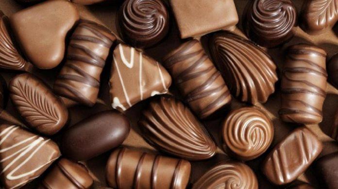 Lemak dan pasta cokelat merupakan bahan baku berbagai jenis makanan cokelat.