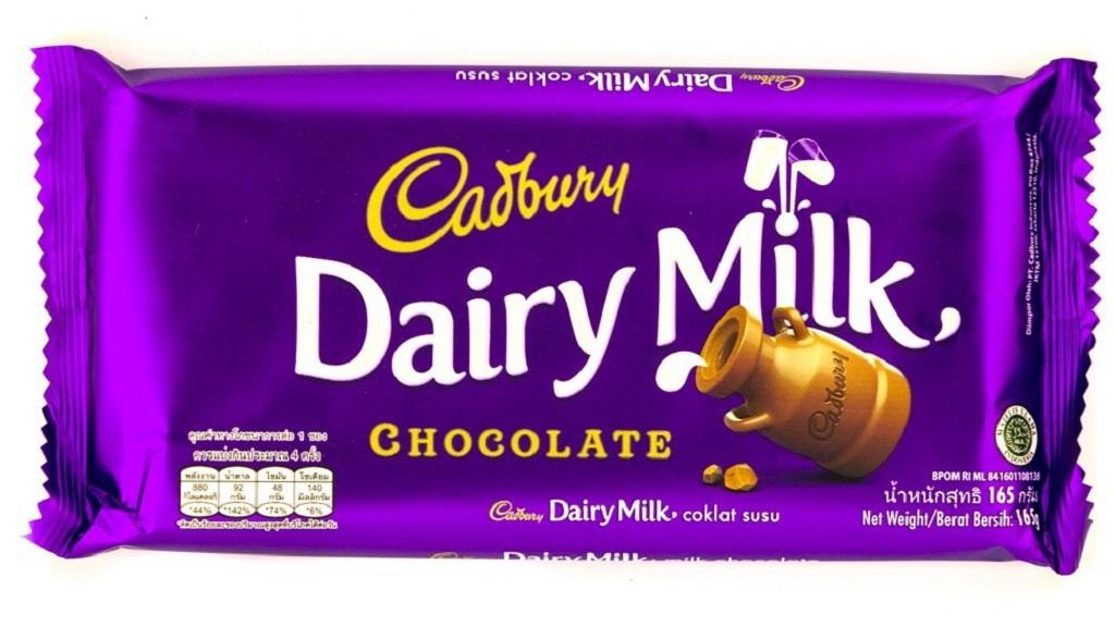 Dengan kemasan ganda, cokelat Cadbury terkesan sebagai produk premium.