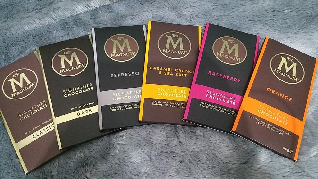 Cokelat Magnum Singnature agak pahit tetapi pas di mulut.