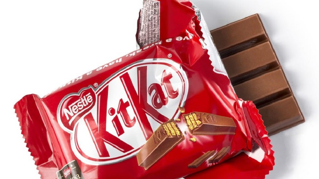 Cokelat Nestle KitKat sangat digemari anak-anak.