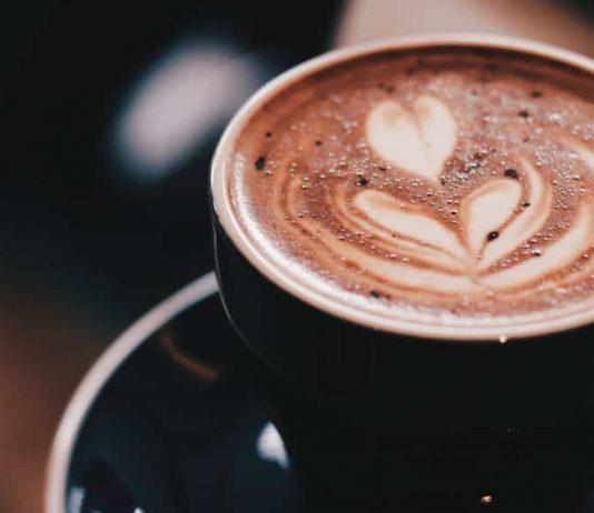 Minuman cokelat panas atau dingin terbuat dari bubuk cokelat siap saji.