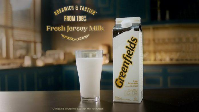 Proses pemerahan sapi Jersey untuk Greenfields Fresh Jersey Milk menggunakan penampungan khusus untuk memastikan produk ini 100% susu segar sapi Jersey.