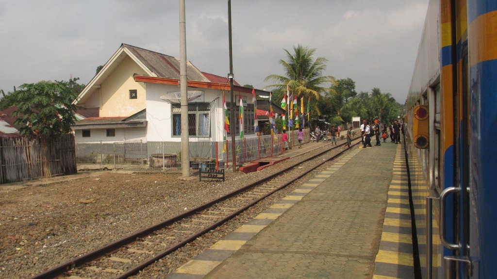 Stasiun Kotapadang, Rejang Lebong, pada jalur kereta api Prabumulih – Lubuklinggau.