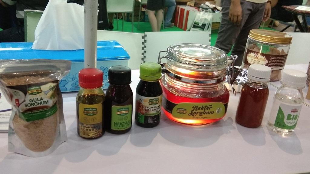 Sorgum manis dapat diolah menjadi gula, kecap, nektar, dan bioetanol.