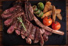 Tomahawk beef steak sangat empuk, beraroma, dan nikmat.