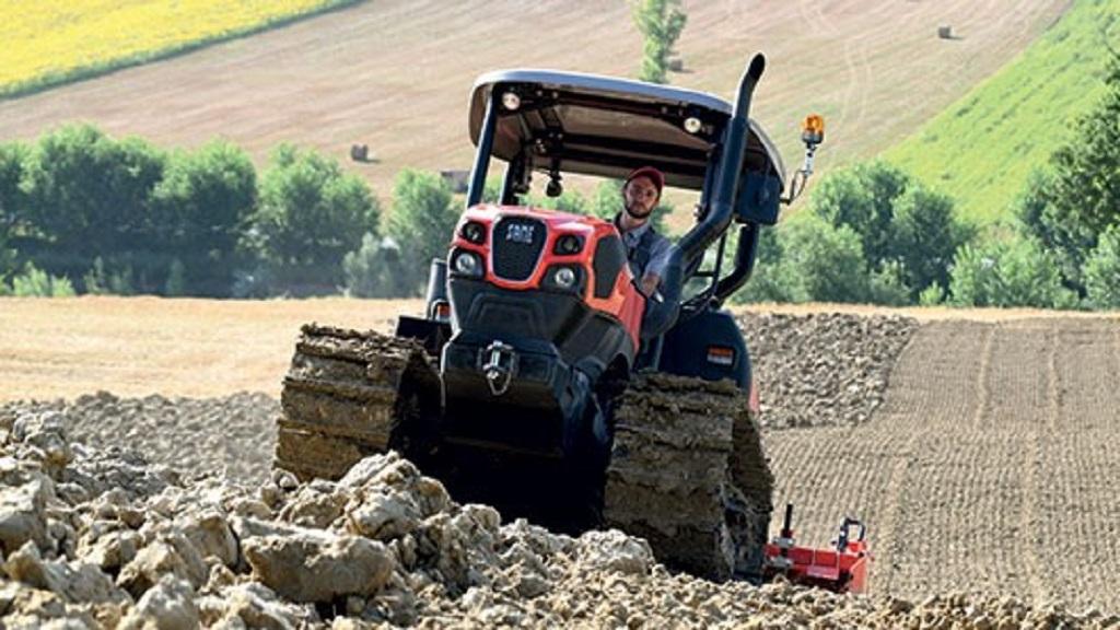 Standard crawler tractor ini banyak digunakan untuk meratakan atau menimbun tanah pada pekerjaan pembukaan hutan.