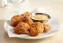 Nugget ayam terbuat dari daging ayam kultur bermerek GOOD Meat, tepung terigu, dan protein berbasis kacang hijau.