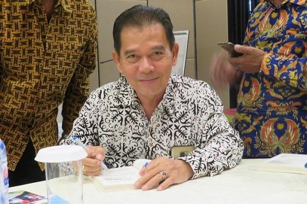 Winarno Tohir mewakafkan dirinya untuk petani di Indonesia.