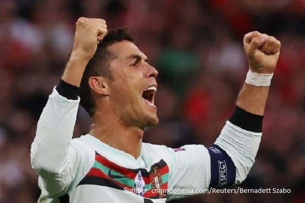 Cristiano Ronaldo menyebut ayam sebagai makanan ajaib karena kandungan proteinnya tinggi dan kandungan lemaknya rendah.